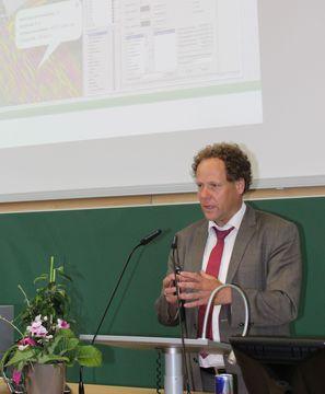 Systemrelevant, selbstkritisch, sympathisch: Geoökologie-Alumnus Stefan Dürr zu Gast beim Unijubiläum